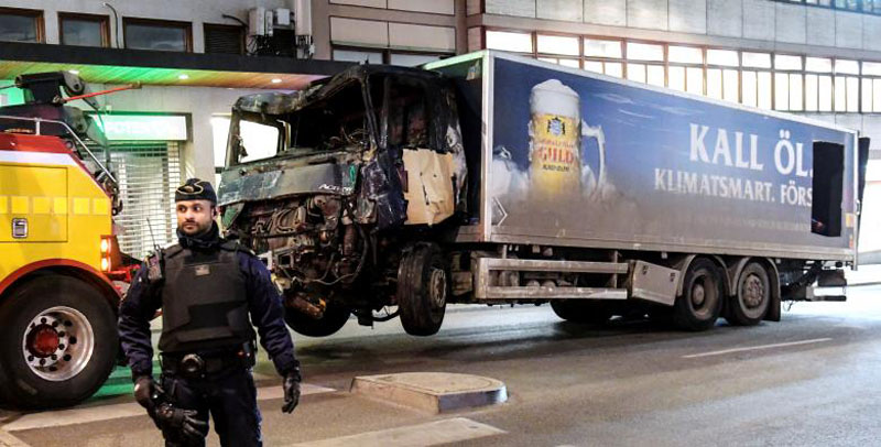 Tow trucks pull away the beer truck that crashed into the department store Ahlens after plowing down the Drottninggatan Street in central Stockholm, Sweden, on April 8, 2017. Photo: Maja Suslin via Reuters