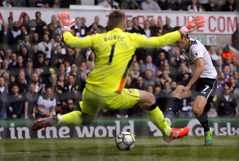 Tottenham Hotspur's Son Heung-min scores during the English Premier League soccer match between Tottenham Hotspur and Bournemouth at White Hart Lane stadium in London, on Saturday, April 15, 2017. Photo: AP