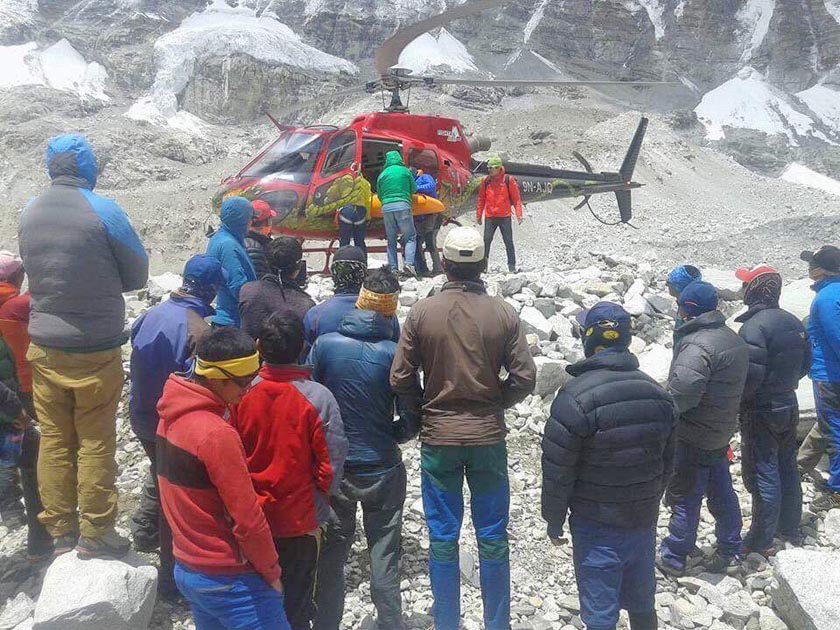 Ueli Steck's body being loaded on a helicopter at Everest base camp before it was airlifted to Kathmandu for postmortem. Photo: Phinjo Sherpa
