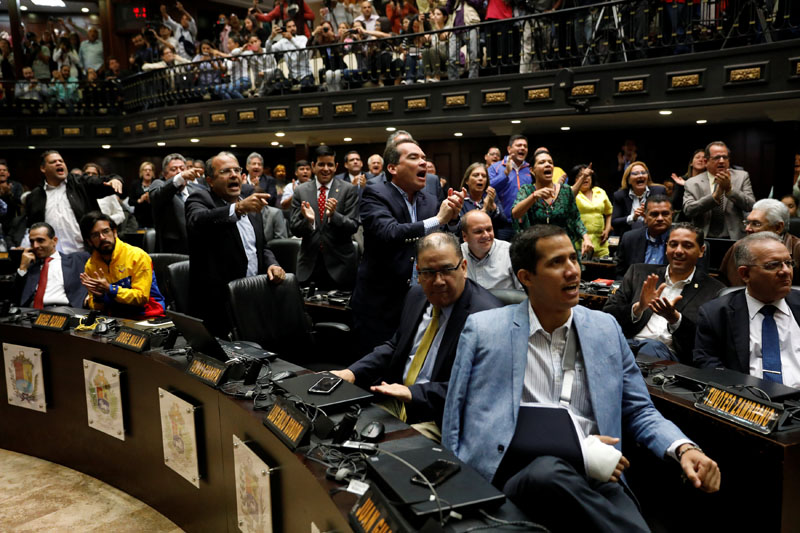Deputies of the Venezuelan coalition of opposition parties (MUD) shout slogans during a session of the National Assembly in Caracas, Venezuela, on April 5, 2017. Photo: Reuters