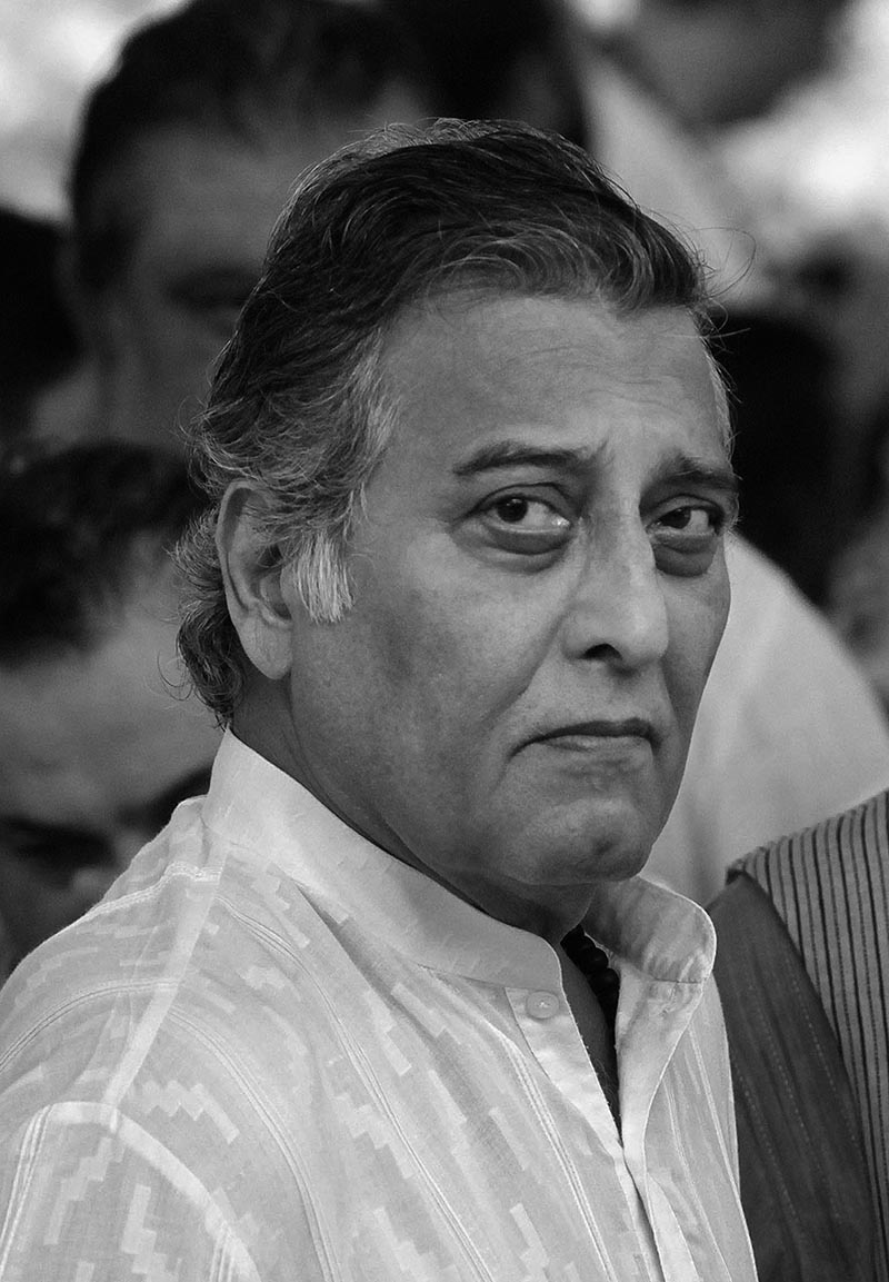 FILE - Bollywood actor Vinod Khanna attends the funeral of versatile Indian actor Shammi Kapoor in Mumbai, on August 15, 2011. Photo: AP
