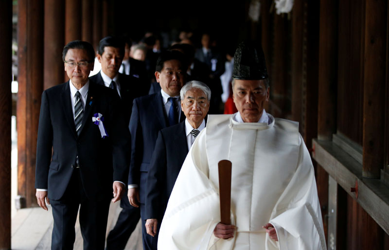 A group of lawmakers including Japan's ruling Liberal Democratic Party (LDP) lawmaker Hidehisa Otsuji are led by a Shinto priest as they visit Yasukuni Shrine in Tokyo, Japan on April 21, 2017. Photo: Reuters