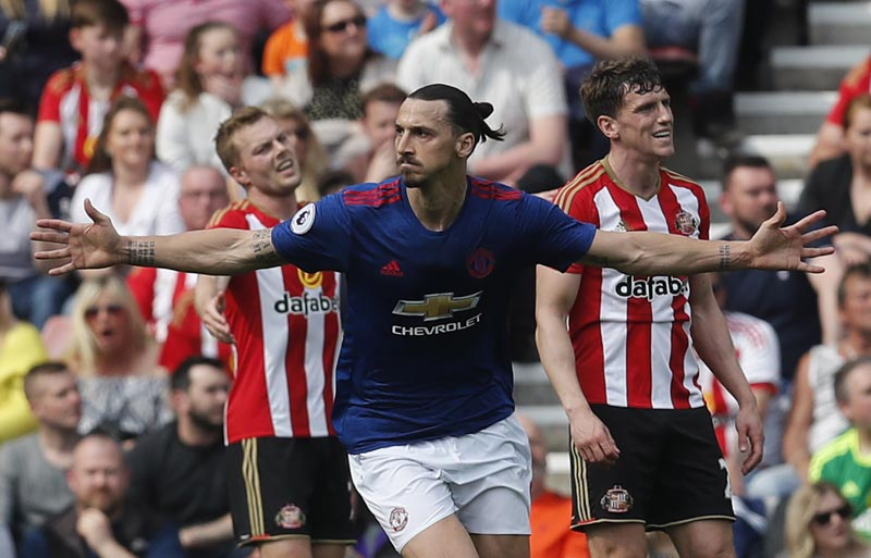 Manchester United's Zlatan Ibrahimovic celebrates scoring their first goal. Photo: Reuters