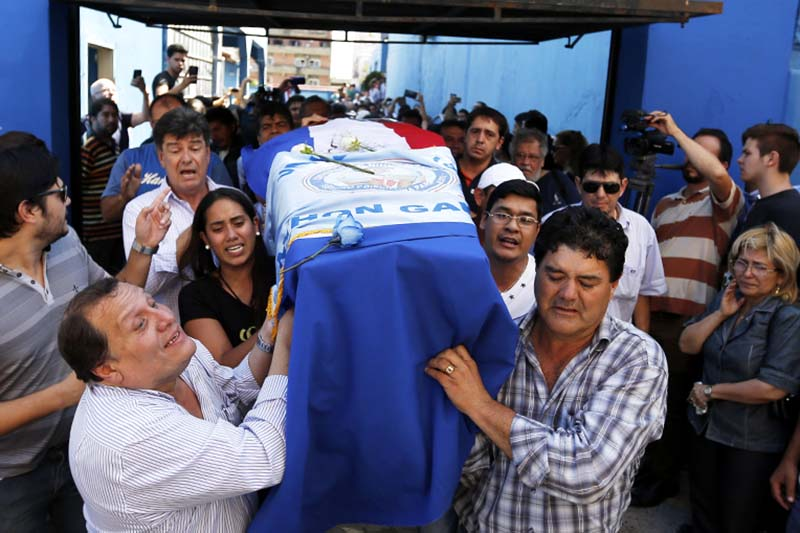 Relatives carry a coffin with the remains of Rodrigo Quintana, a member of the Authentic Radical Liberal Party, who was killed in an incident at party's headquarters away from congress at the party's headquarters on Friday, in Asuncion, Paraguay, on Saturday, April 1, 2017. Photo: AP