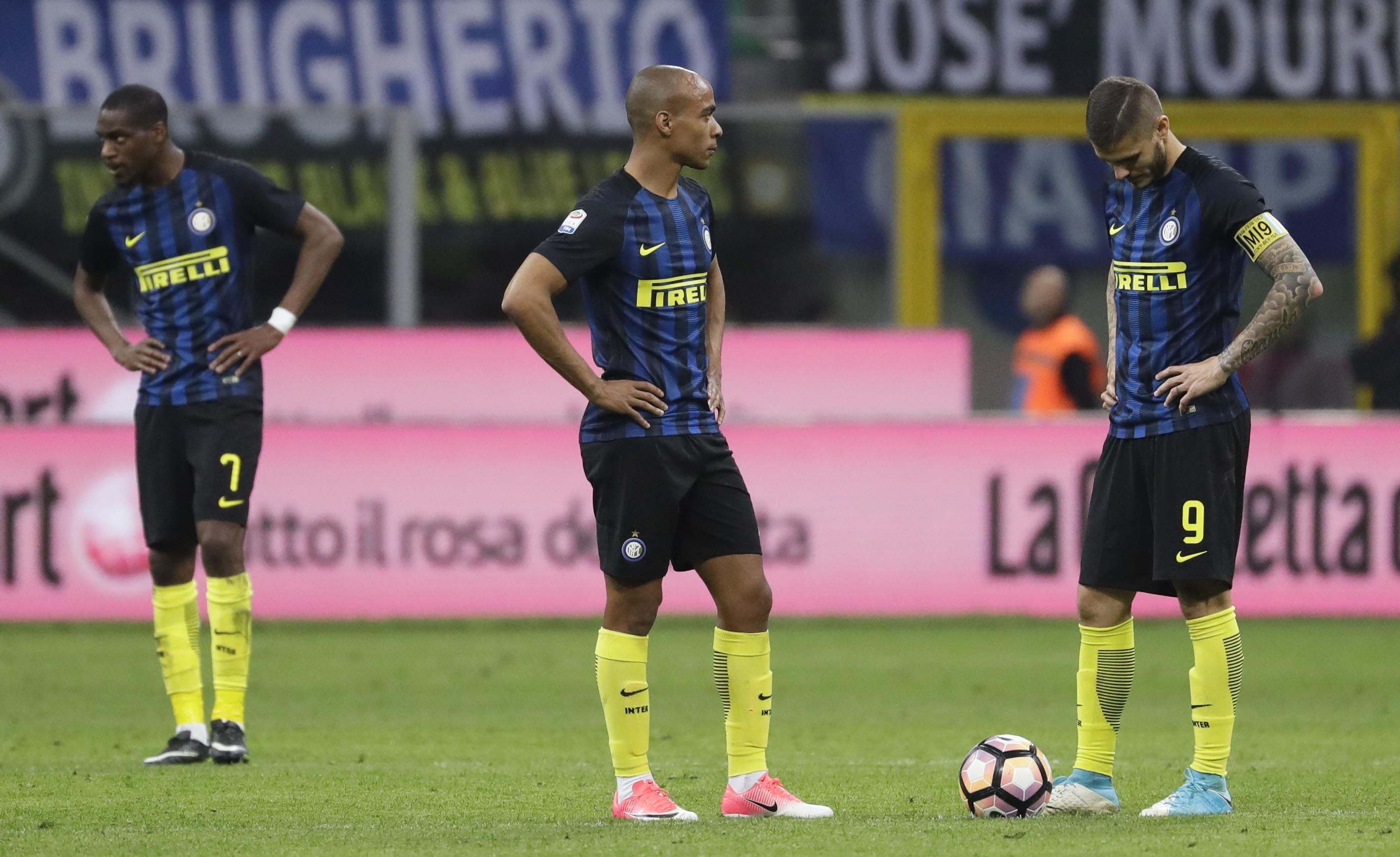 From left, Inter Milan's Geoffrey Kondogbia, Joao Miranda and Mauro Icardi react after Sampdoria's Fabio Quagliarella scored the 2-1 goal, during a Serie A soccer match between Inter Milan and Sampdoria, at the San Siro stadium in Milan, Italy, on Monday, April 3, 2017.Photo: AP