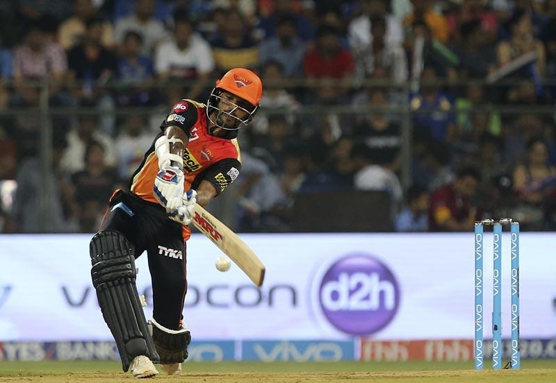 Sunrisers Hyderabad's cricketer Shikhar Dhawan bats during the Indian Premier League (IPL) cricket match against Mumbai Indians in Mumbai, India, on Wednesday, April 12, 2017. Photo: AP