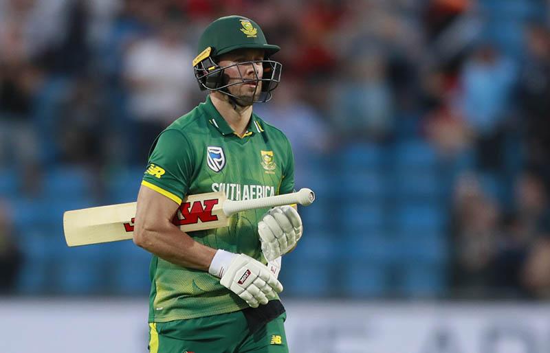 South Africa's AB de Villiers looks dejected. Photo: Reuters