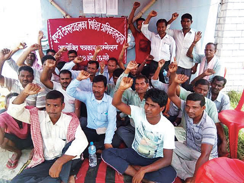 Workers of Eastern Textile Industry Limited staging a sit-in, in Bara, on Saturday, May 20, 2017. Photo: THT