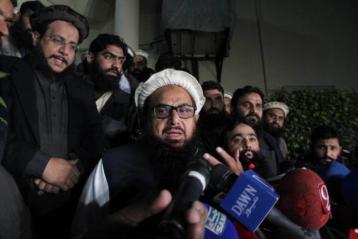Hafiz Muhammad Saeed, chief of the banned Islamic charity Jamat-ud-Dawa, speaks with media as he is escorted to his home where he will be under house arrest in Lahore, Pakistan January 30, 2017. Photo: Reuters