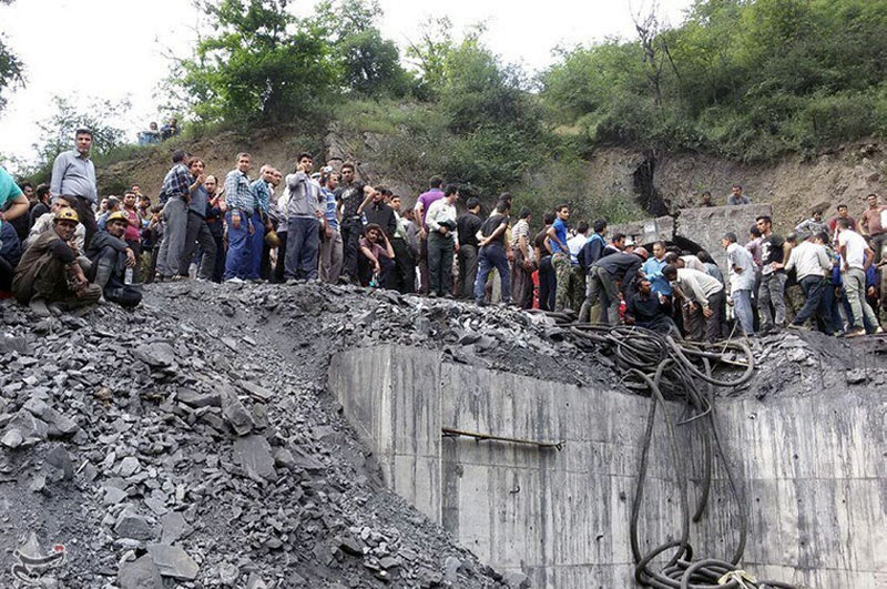People gather at the site of an explosion in a coal mine in Golestan Province, in northern Iran on May 3, 2017. Photo: Tasnim News Agency via Reuters