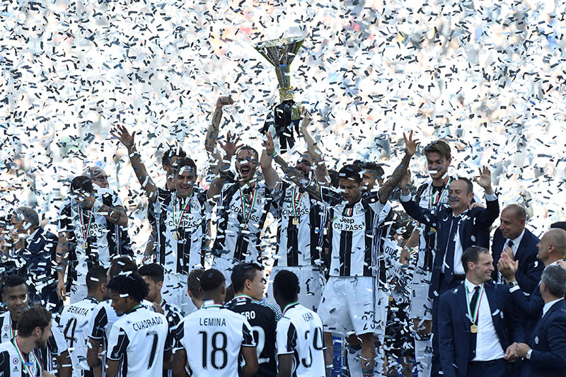 Juventusu2019 Gonzalo Higuain lifts the trophy as the Juventus players and staff celebrate winning the league. Photo: Reuters