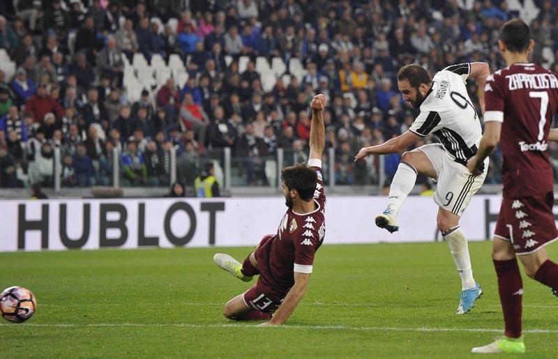 Juventus' Gonzalo Higuain scores against Torino. Photo: Reuters