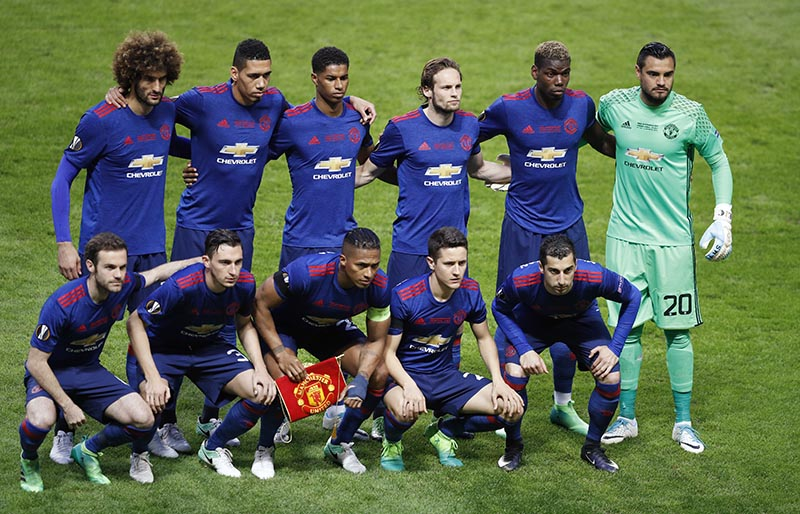 Manchester United players pose for a team photo. Photo: Reuters
