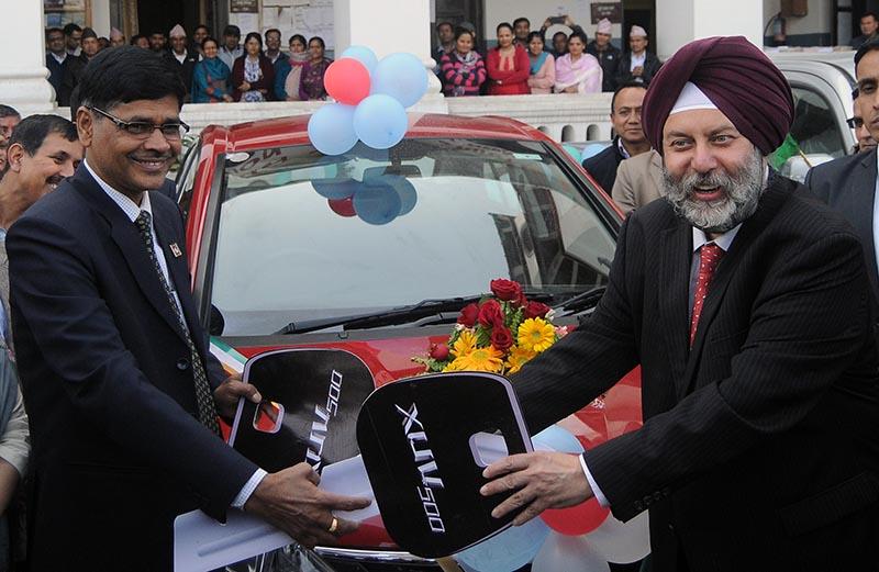 Indian Ambassador to Nepal Manjeev Singh Puri (right) handing  over vehicles to Chief Election Commissioner Ayodhi Prasad Yadav for local polls,  in Kathmandu, on Monday, May 1, 2017. Photo: Balkrishna Thapa Chhetri/THT