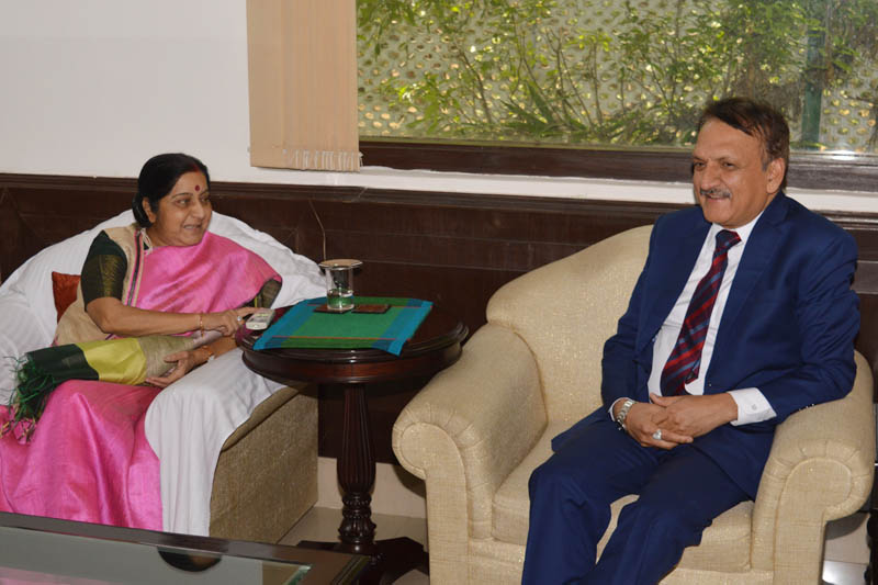 Nepal's Foreign Minister Dr. Prakash Sharan Mahat (right) calls on his Indian counterpart Sushma Swaraj in New Delhi, on Friday, May 5, 2017. Photo: RSS