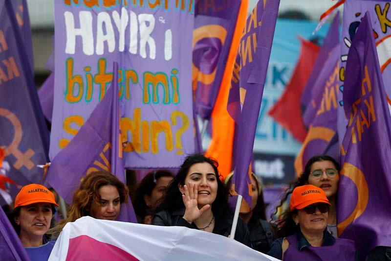 A woman chants slogans as people march with flags during a May Day rally in Istanbul, Turkey, on May 1, 2017. Photo: Reuters
