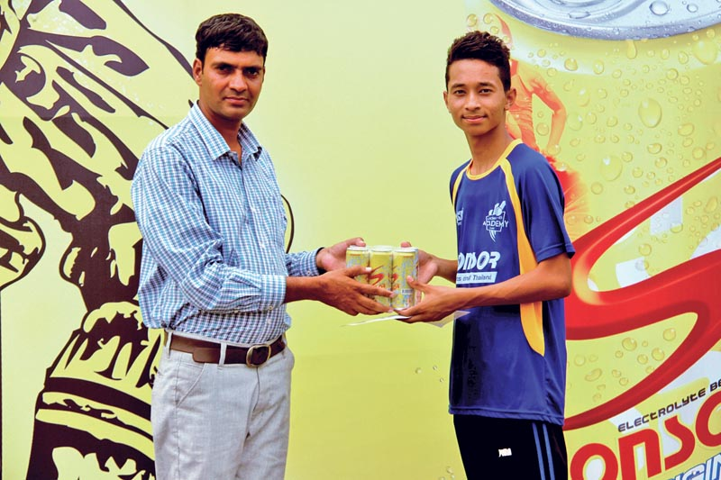 Chairman of Western Regional Sports Development Committee Khagraj Poudel handing over the man-of-the-match trophy to Saman Shrestha of Kasthamandap after their Sponsor U-16 Academy Cup match against Machhapuchhre in Pokhara, on Thursday. Photo: THT