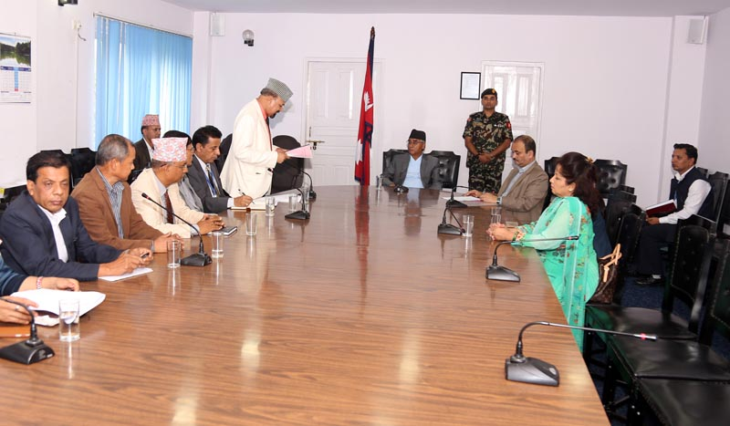 Chairperson of Administrative Restructuring Implementation Sub-Committee Kashiraj Dahal presenting the interim report to the Prime Minister Sher Bahadur Deuba at Singhadurbar on Friday, June 30, 2017. Photo:RSS
