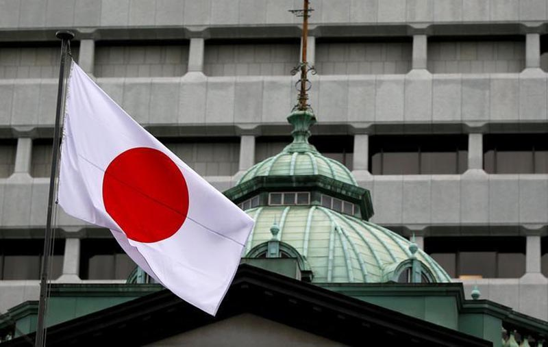 A Japanese flag flutters atop the Bank of Japan building in Tokyo, Japan, on September 21, 2016. Photo: Reuters