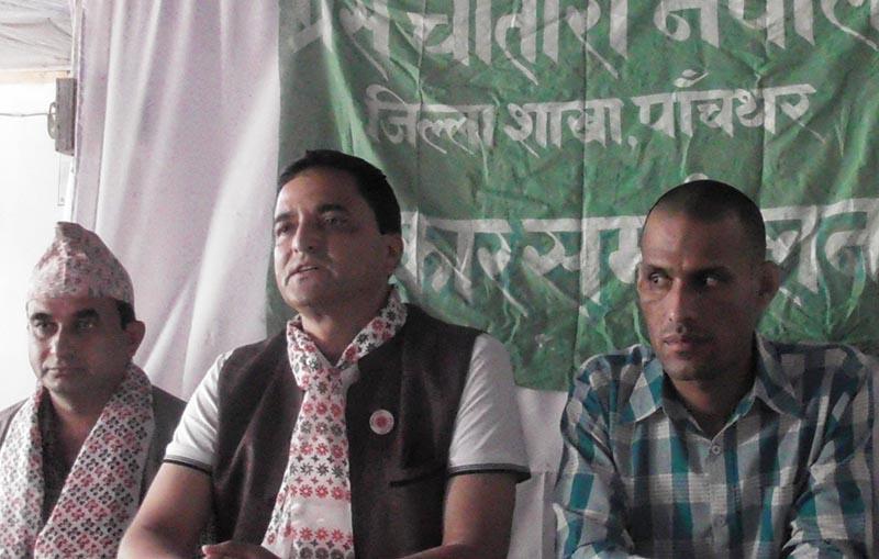 CPN-UML Secretary Yogesh Bhattarai (centre) speaking at a press meet organised by Press Chautari Nepal Panchthar chapter, in Phidim, on Sunday, June 4, 2017. Photo: THT
