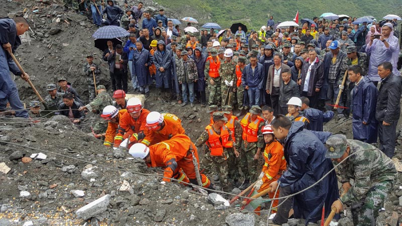People search for survivors at the site of a landslide in Xinmo Village, Mao County, Sichuan province, China, on June 24, 2017. Photo: China Daily via Reuters