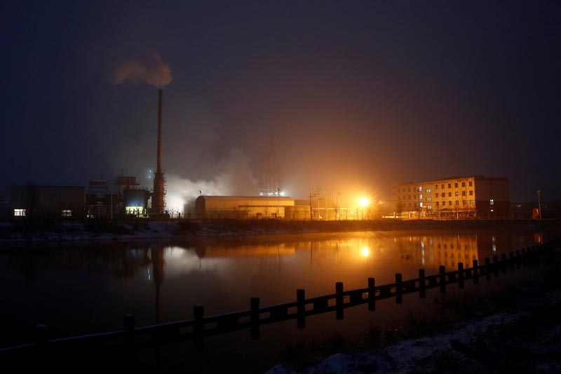 Steam and smoke rise from a factory in the Guantao Chemical Industry Park in the early morning near the villages of East Luzhuang and Nansitou, Hebei province, on February 22, 2017.  Picture taken February 22, 2017. Photo: Reuters