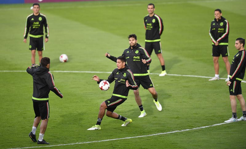 Mexico's team exercises during a training session in Kazan, Russia, on Friday, June 23, 2017. Photo: AP