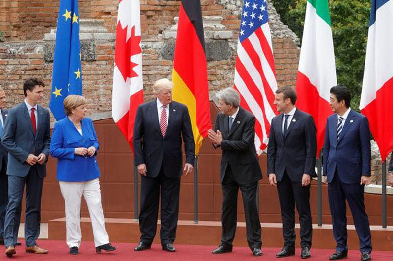 (From left to right) European Council President Donald Tusk, Canadian Prime Minister Justin Trudeau, German Chancellor Angela Merkel, US President Donald Trump, Italian Prime Minister Paolo Gentiloni, French President Emmanuel Macron, Japanese Prime Minister Shinzo Abe react during a family photo during the G7 Summit in Taormina, Sicily, Italy, on May 26, 2017. Photo: Reuters