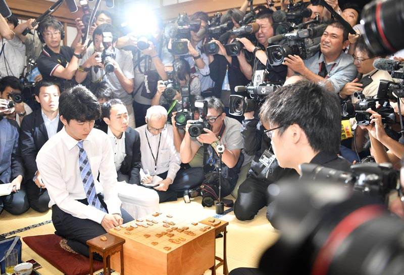 Japan's youngest professional shogi player, 14-year-old Sota Fujii (left), is pictured after defeating fellow fourth-dan player Yasuhiro Masuda (right), 19, in the prestigious Ryuo Championship finals at the Shogi Kaikan hall in Tokyo, Japan, on June 26, 2017. Photo: Kyodo via Reuters