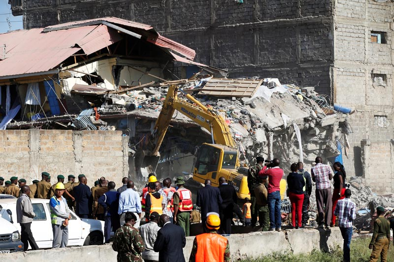 Emergency personnel work at the scene after a building collapsed in a residential area of Nairobi, Kenya, on June 13, 2017. Photo: Reuters