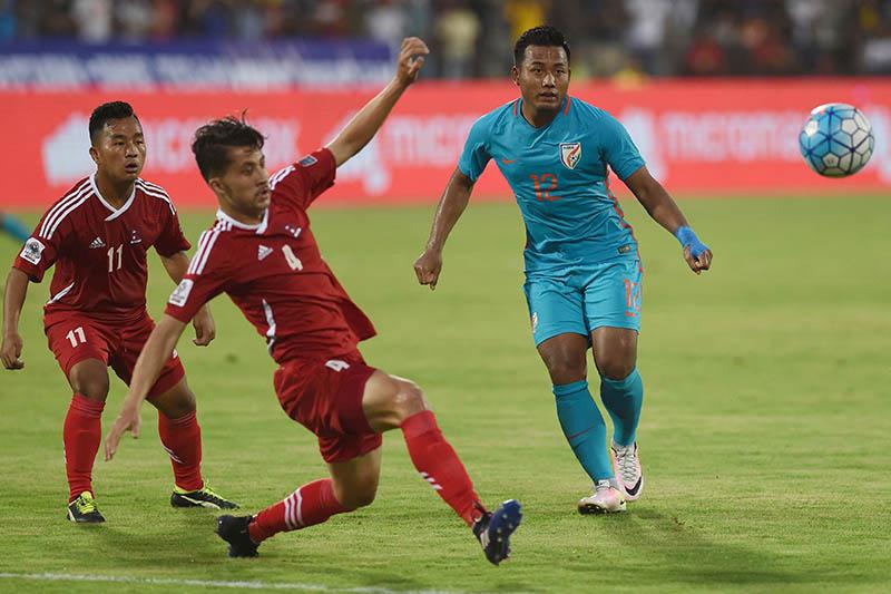 India's Jeje Lalpekhlua (C) shoots past Nepal's Heman Gurung (L), Ananta Tamang (2L) and Rohit Chand (R) during an international football friendly match between India and Nepal in Mumbai on June 6, 2017. Photo: APF