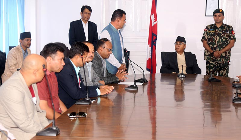 Representatives of Nepal Democratic Foreign Employment Entrepreneurs Forum met up with Prime Ministert Sher Bahadur Deuba at the latter's office at Singhadurbar on June 21, 2017. Photo: RSS
