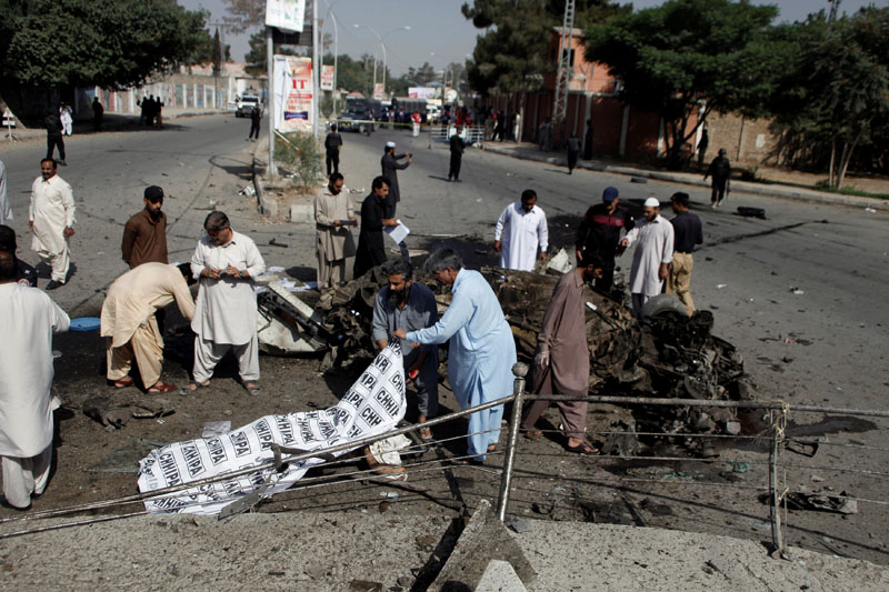 Police and rescue officials cover a body after a blast in Quetta, Pakistan on June 23, 2017. Photo: Reuters