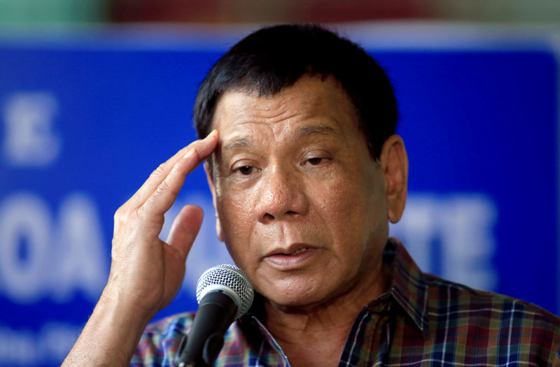 Philippines' President Rodrigo Duterte answer questions during a press briefing after awarding wounded soldiers, who fight against the insurgents of the Maute group, which has taken over large parts of the Marawi city, during his visit at the military camp hospital in Cagayan De Oro, Philippines, on June 11, 2017. Photo: Reuters