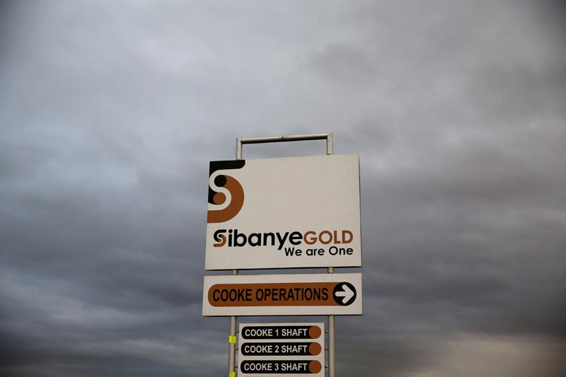 A sign board is seen near the Sibanye gold mine in Westonaria, west of Johannesburg, South Africa, on April 6, 2016. Photo: Reuters/ File