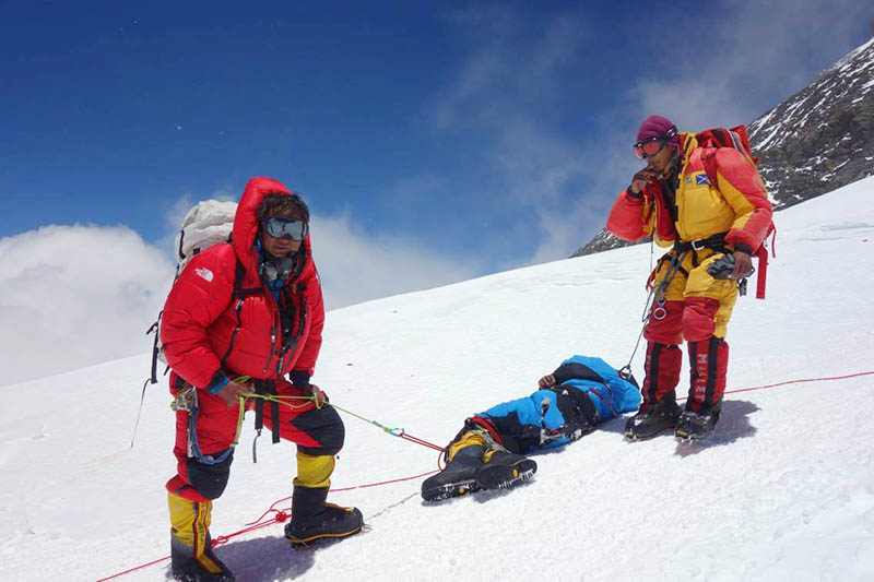 Sange Sherpa being rescued by members of Sherpa Khangri Outdoor from South Col. Courtesy: Sange Sherpa/facebook