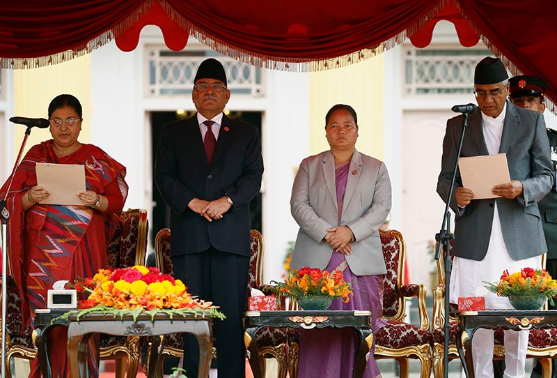 Nepal's President Bidhya Devi Bhandari (L) administers the oath of office to the newly-elected Prime Minister Sher Bahadur Deuba (R), in the presence of outgoing Prime Minister Pushpa Kamal Dahal also known as Prachanda (2nd L) and Constituent Assembly chairperson Onsari Gharti Magar (3rd L) at the presidential building in Kathmandu, Nepal June 7, 2017. Photo: Reuters