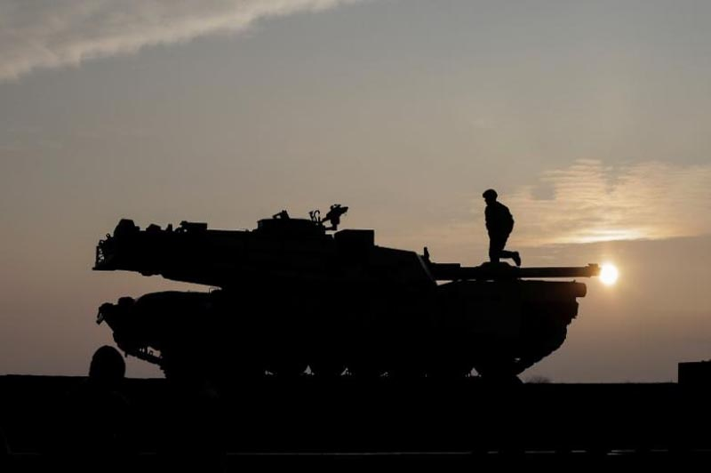 US soldiers prepare a M1 Abrams tank to offload from a train at the Mihail Kogalniceanu Air Base, Romania, on February 14, 2017. Photo: Reuters