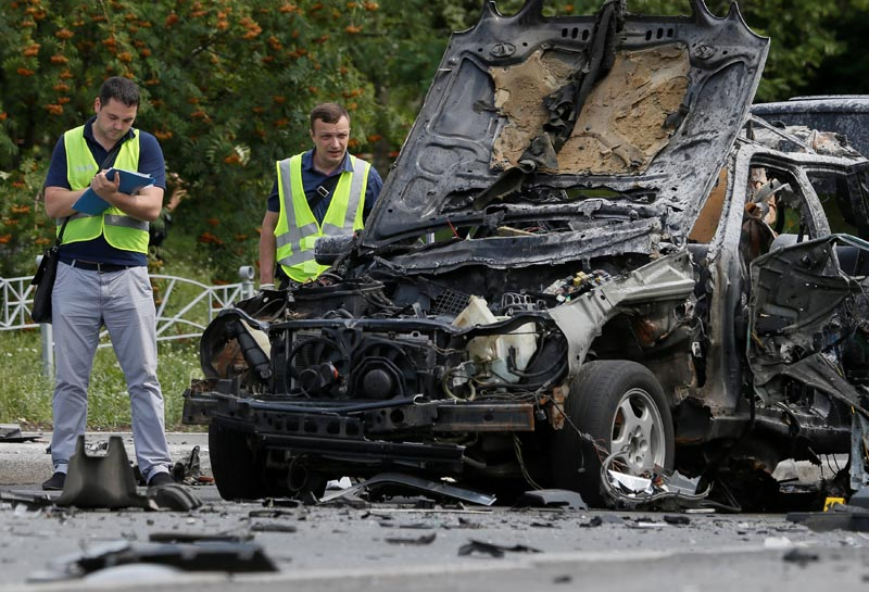 Investigators work at the scene of a car bomb explosion which killed Maxim Shapoval, a high-ranking official involved in military intelligence, in Kiev, Ukraine, on June 27, 2017. Photo: Reuters