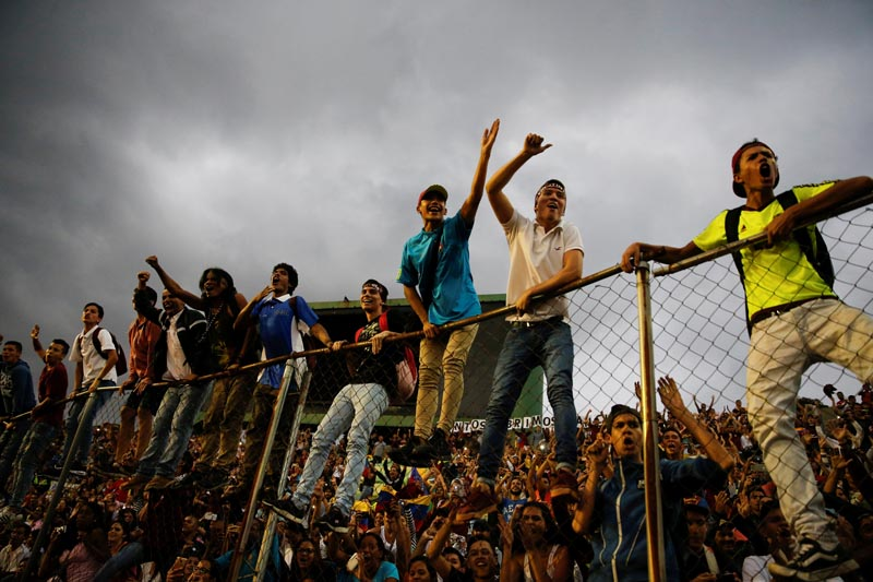 Fans cheer during the welcoming ceremony of Venezuela's under-20 soccer team, upon their arrival from the FIFA U-20 World Cup in Caracas, Venezuela, on June 13, 2017. Photo: Reuters