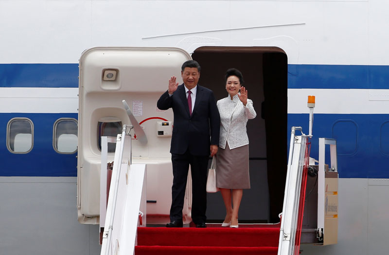 Chinese President Xi Jinping and his wife Peng Liyuan arrive at the airport in Hong Kong, China, ahead of celebrations marking the city's handover from British to Chinese rule, on June 29, 2017. Photo: Reuters