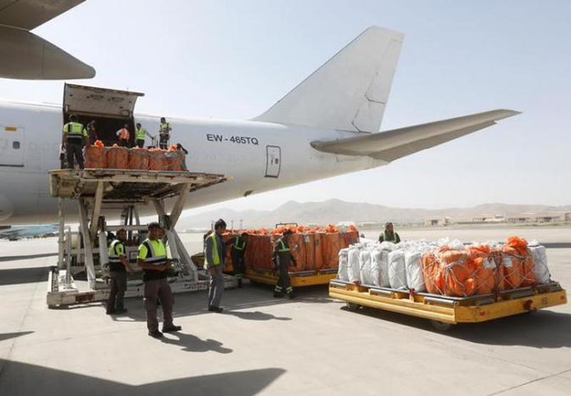 Workers load export materials into a Cargo plane in Kabul, Afghanistan, on June 19, 2017. Photo: Reuters