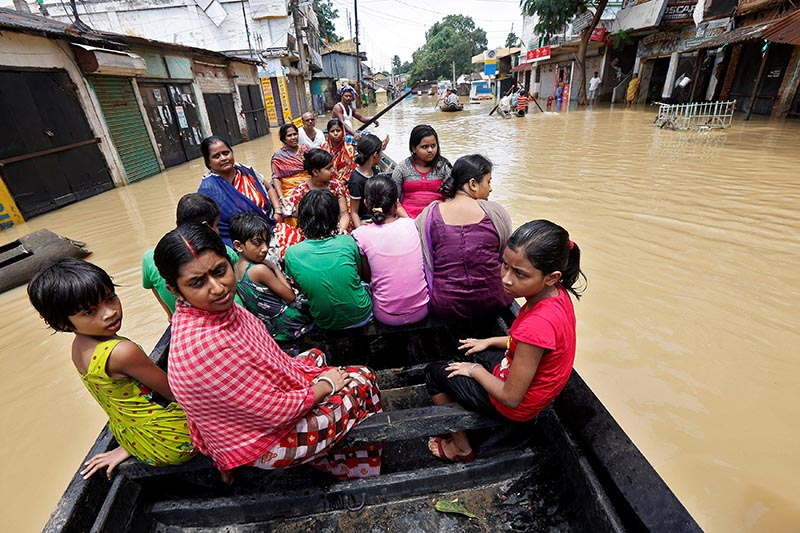 People use a boat as they try to move to safer places along a flooded street in West Midnapore district, in the eastern state of West Bengal, India, July 27, 2017. Photo: Reuters