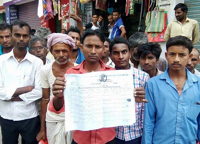 Denizens of Ishnath Rural Municipality demanding stern action against Ward Secretary Rajdev Ram on the charge of irregularities, in Rautahat, on Thursday, July 20, 2017. Photo: THT