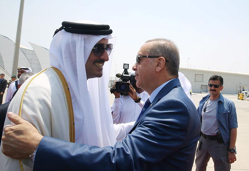 Turkish President Tayyip Erdogan is welcomed by Emir of Qatar Sheikh Tamim Bin Hamad Al-Thani in Doha, Qatar, July 24, 2017. Photo: Presidential Palace (Turkey) handout via Reuters