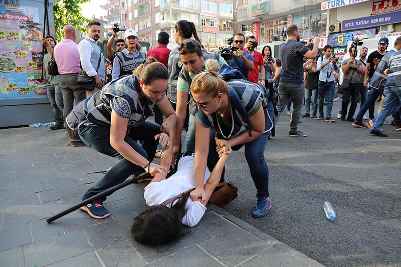 Police officers detain a demonstrator during a protest against the dismissal of civil servants following a post-coup emergency decree, in the Kurdish-dominated southeastern city of Diyarbakir, Turkey, on July 17, 2017. Photo: Reuters/ File