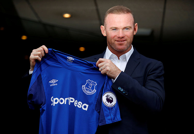 Everton's Wayne Rooney poses with the club shirt after the press conference. Photo: Reuters