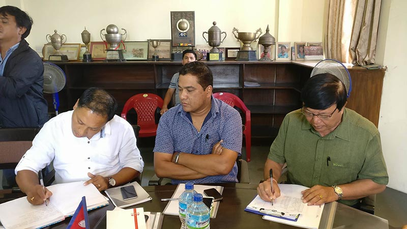 ANFA officials signing an agreement to hold Natioanl League, at ANFA Complex in Satdobato in Lalitpur, on Wednesday, August 16, 2017. Courtesy: ANFA
