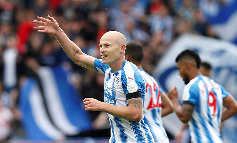 Huddersfield Townu2019s Aaron Mooy celebrates scoring their first goal. Photo: Reuters