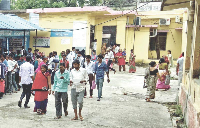Patients returning home without receiving treatment due to health workersu2019 protest at Narayani Sub-regional Hospital in Birgunj, Parsa, on Wednesday, August 31, 2017. Photo: THT